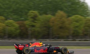 Ricciardo struggling to get ultrasofts working