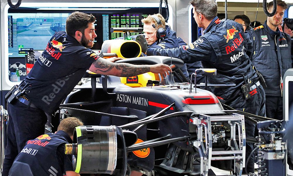 The Red Bull Racing RB14 of Daniel Ricciardo (AUS) Red Bull Racing RB14 is repaired