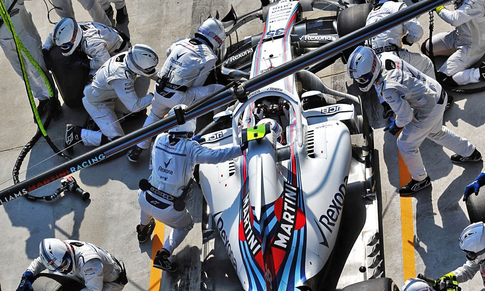 Sergey Sirotkin (RUS) Williams FW41 makes a pit stop