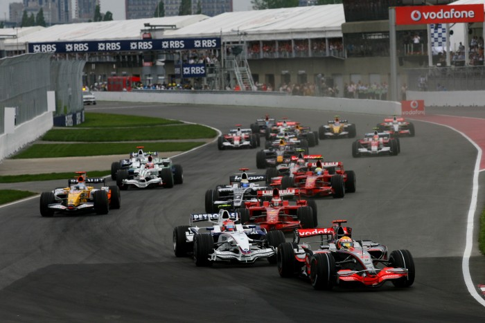 Lewis Hamilton leads Robert Kubica at the start of the 2008 Canadian Grand Prix
