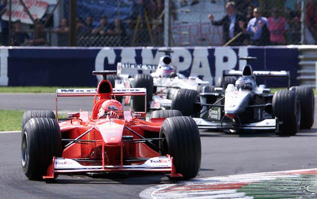 Michael Schumacher führt nach der Safetycar-Phase vor Mika Hakkinen im McLaren